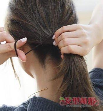 [最简单的学生妆]学生各种简单大气花样梳头发的步骤 女学生梳头发教程