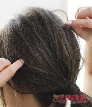 学生各种简单大气花样梳头发的步骤 女学生梳头发教程