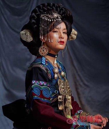 如何做个少数民族新娘发型 民族风新娘妆发可不止江南水乡