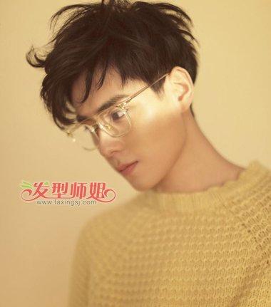 沈教授说戴眼镜男生最好这样梳发 例数最帅禁欲系男生戴眼镜发型