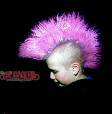 鸡冠朋克头炫出男生威风发型 无刘海两边铲掉头发帅到冲天