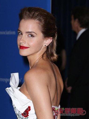 女士一般留短背头需要多久时间 可攻可爱女生梳短发大背头教程