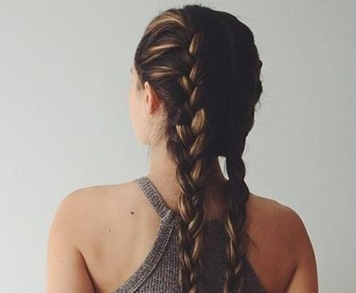 酷酷的英伦女孩都在做双麻花辫 精美长发辫子绝不会有损女生霸气