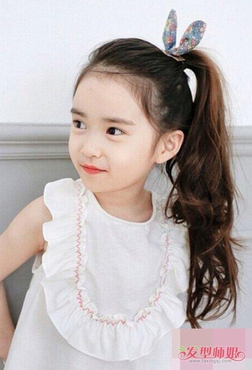 小女孩长头发怎么梳扎好看辫子 天真可爱玩转时代度的扎发造型
