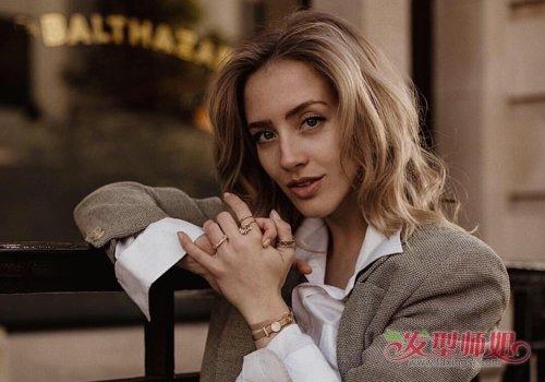 爆炸螺丝短发_欧美中年女士流行款短发造型优雅气质 凸显成熟魅力又减龄_发型 ...