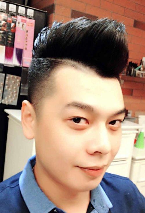 2019年男生帅酷飞机头发型设计 低调显帅气的男生短头发造型