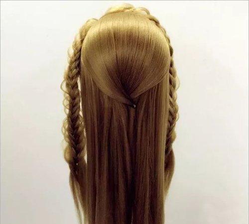 越是精致的扎盘发越是不能太简单 +编发后盘发发型给精致翻倍了