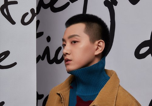 不耐烦打理乱蓬蓬自然卷发的男生 男生清爽酷帅超短发解决你的发型难题