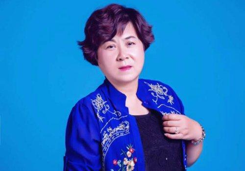 50岁女士适合什么发型图片 中老年女士发型长短发全搞定
