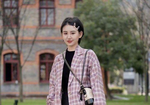 秋季大学女生黑色短发有这几款设计 清新中玩转复古时尚还好打理