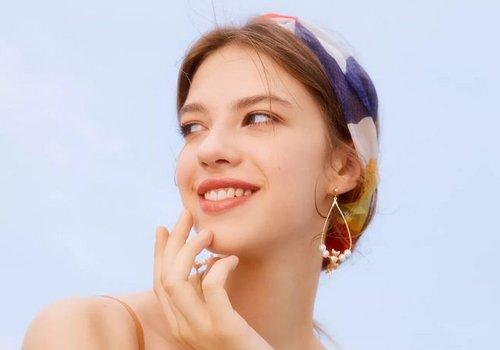 各类丝巾达人已上线 学会丝巾包头发的方法指日可待