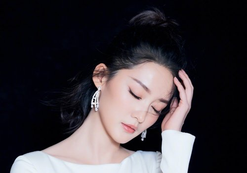 时下女生无刘海马尾辫的最佳扎法 气质灵动的露额马尾辫有年龄之分
