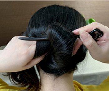 长发女生怎么用簪子盘发髻 女生日常简单复古发簪盘发图解教程