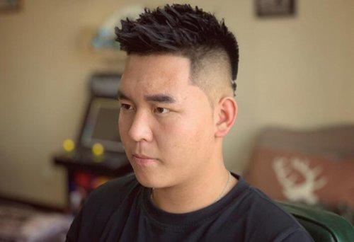 人胖短发清爽些很显瘦 中年胖男士梳剃两边短发适合且成熟精神