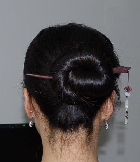 流行简单盘发发型 直头发的盘发发型