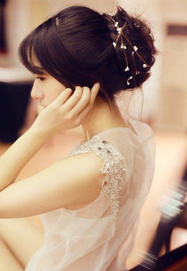怎样自己编简单的发型 新娘编织盘发发型图解