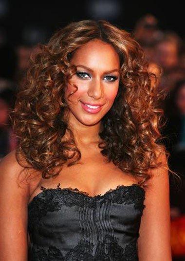 黑色皮肤烫怎样的发型 黑色皮肤中分烫发