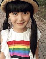 小萝莉PK萌妹子 淑女发型展现清甜气质