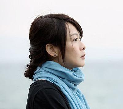 奶茶刘若英变贤妻良母 发型简洁暖人心