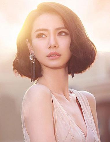 戚薇时尚短发发型 短发也可以女王范