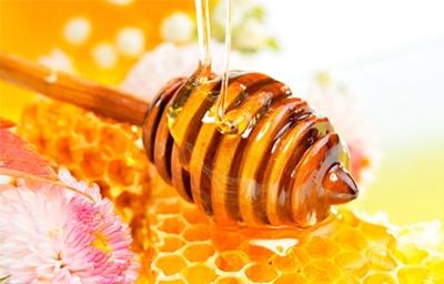 4个蜂蜜护发小知识 让发质又亮又好