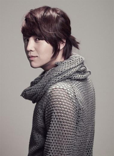 怎样扎男生喜欢的头发 韩国男生扎头发发型步骤