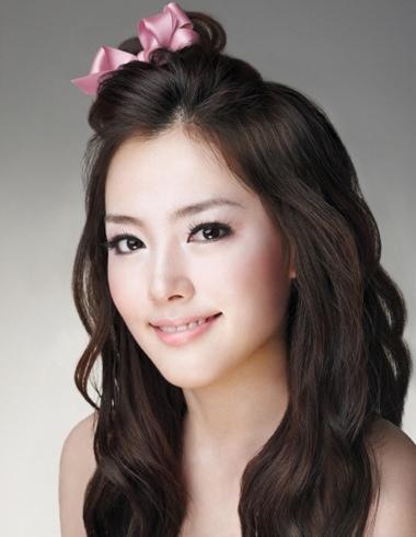 大饼脸如何把刘海扎起来 大饼脸女人适合刘海图片