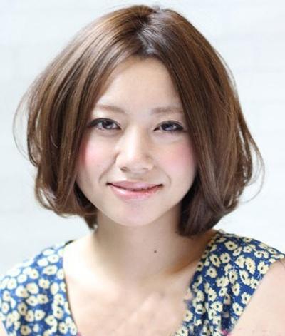 宽脸女学生适合的短发 宽脸适合什么样的短发