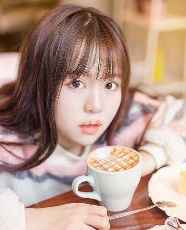 显脸小的韩式直发刘海 直刘海韩国头发造型