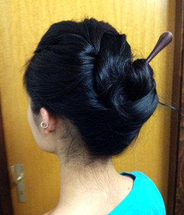 簪子的盘发方法图解中短发直发 中短发直发盘发