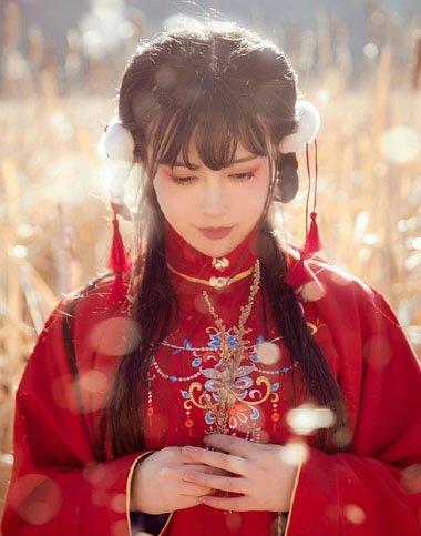 汉服妹纸袄裙发型也温柔 你的暖冬缺不缺这样的美搭