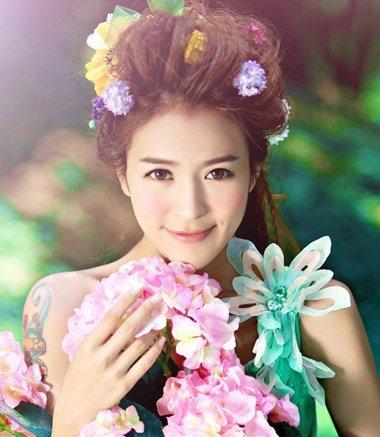 五一结婚拍照要趁早 与花齐美新娘婚纱照发型