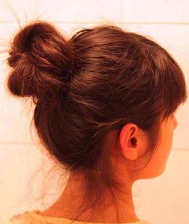 长发扎丸子头方法 丸子头的扎法过程