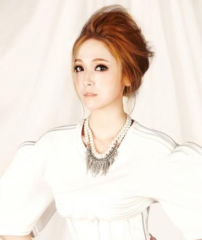 靓妹纸教你清新优雅的韩式各种卷发盘头发型